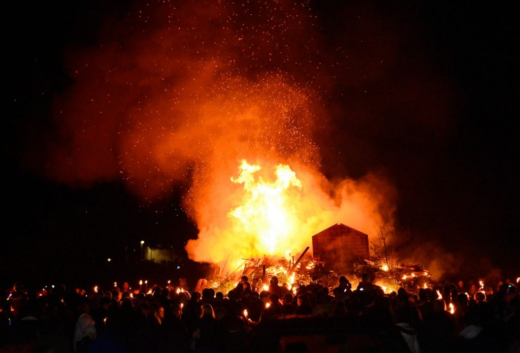 Godalming bonfire 2015 - Picture credit to Getsurrey,co.uk
